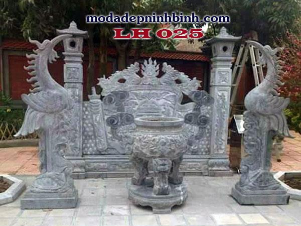 Lư hương đá được đặt ở các chốn linh thiêng như chùa, đền, miếu, đình, nhà thờ họ, lăng mộ