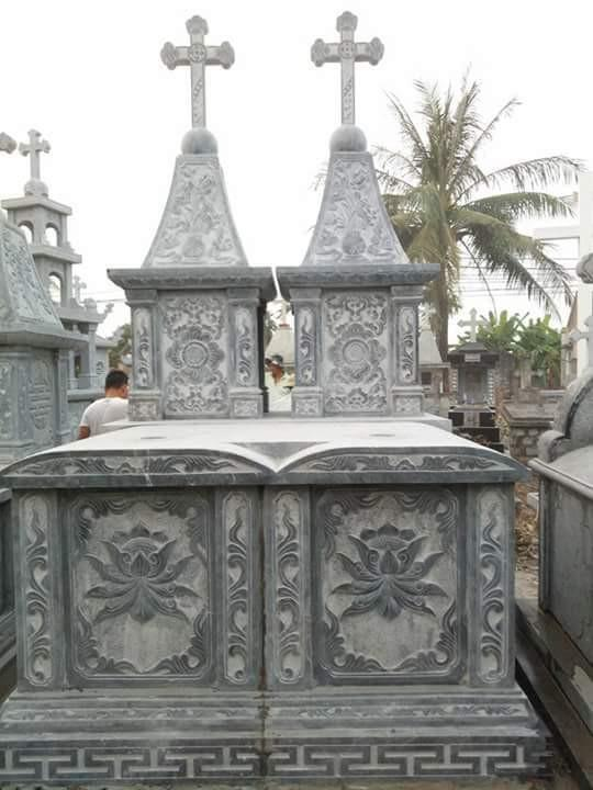 Mẫu lăng mộ đá ấn tượng cho người theo đạo thiên chúa