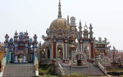 Lăng mộ có thiết kế đẹp và độc đáo, nhìn từ xa tưởng chừng như một tòa lâu đài