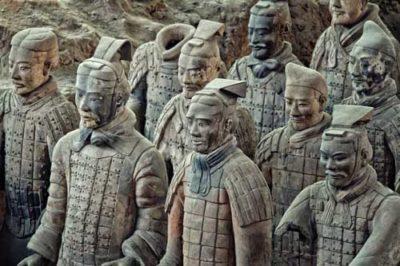 Đội quân chiến binh đất nung bảo vệ lăng mộ