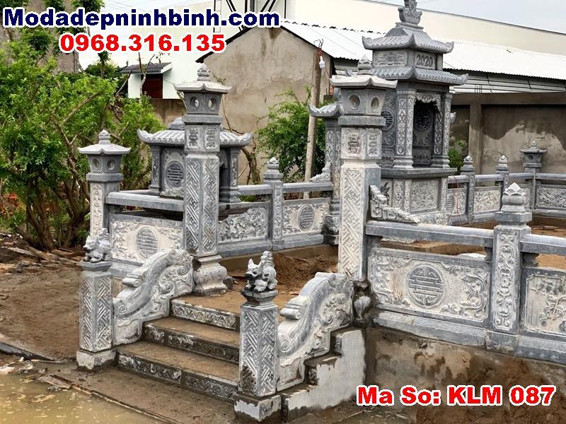 Cổng đá khu mộ hậu giang