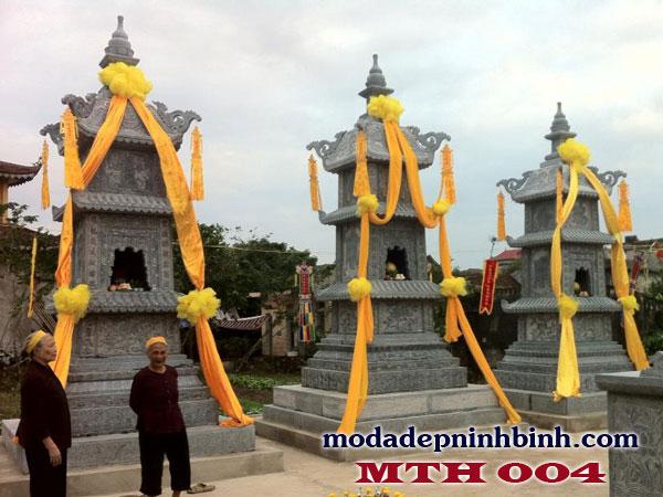 Mộ đá tháp thờ các vị trụ trì chùa