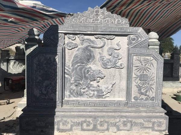 Cuôn thư đá tại Nghệ An