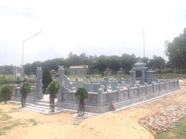 Khuôn viên lăng mộ đá Quảng Ngãi