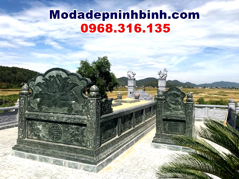 khuôn viên mộ tổ bằng chất liệu đá xanh rêu