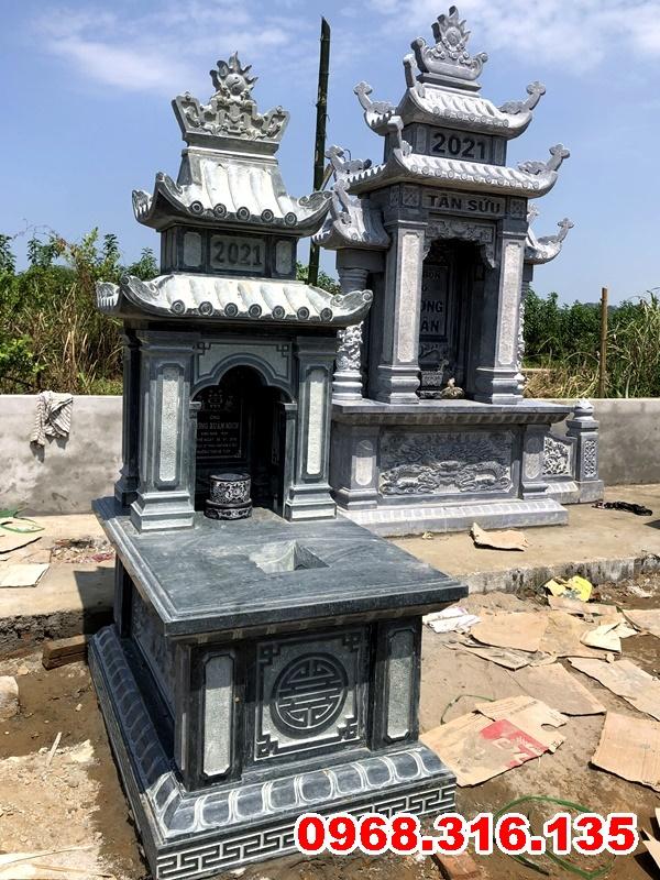 Lăng thờ chung đá xanh đen và mộ đá xanh rêu trong khuôn viên khu lăng mộ tại Hòa Bình
