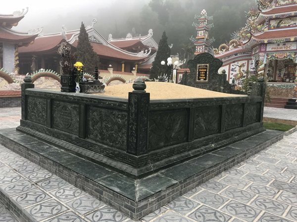 Lắp đặt mộ tổ đá xanh rêu Nghệ An