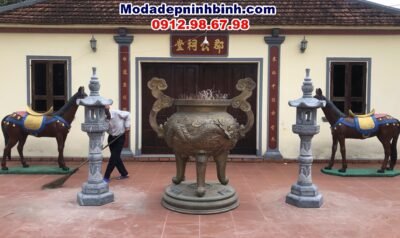 lư hương đèn đá tại đền thờ tiến sỹ đại vương Nguyễn Hoàng Từ tại Thạch Tân Thạch Hà Hà Tĩnh