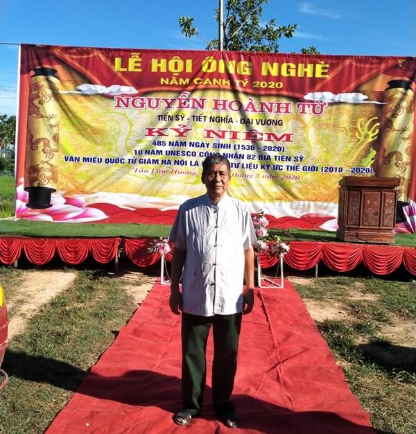 Lư hương đèn đá tại lễ hội ông nghè