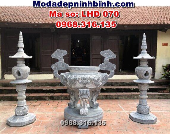 lư đèn đá tại đình làng Tiên Kiều Hưng Yên
