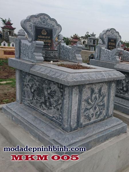 Lăng mộ làm từ đá xanh Thanh Hóa được sử dụng nhiều bởi màu sắc và độ bền của đá