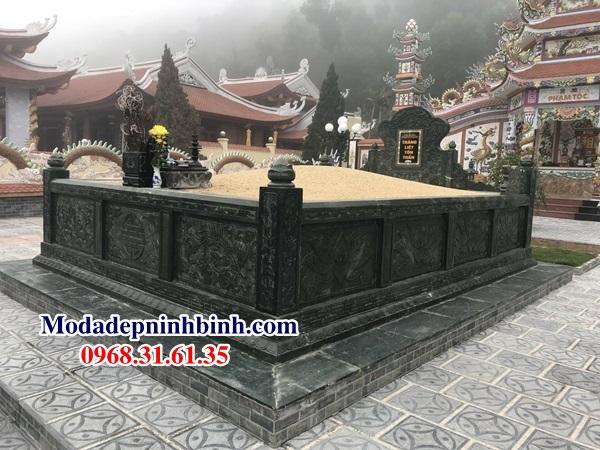 Mộ Tổ xay bằng đá xanh rêu tại Nghệ An