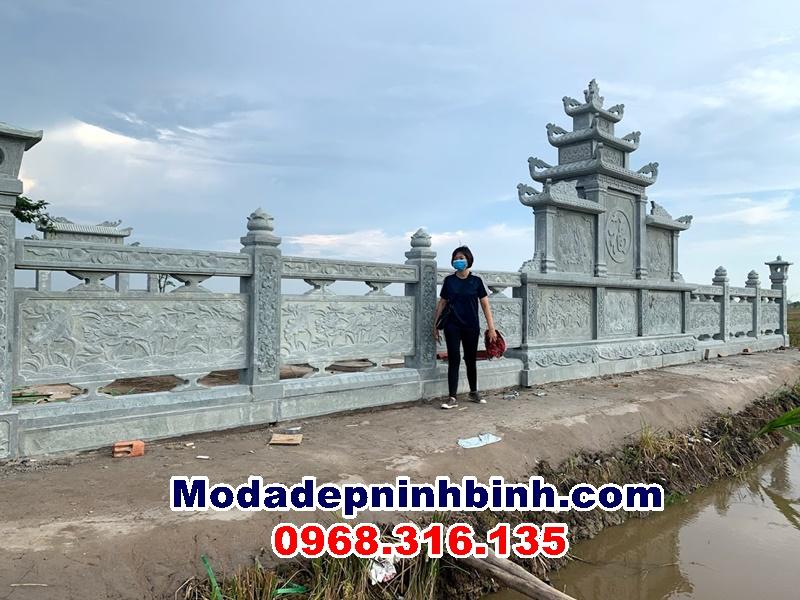 Phía sau khu lăng mộ đá tại An Giang