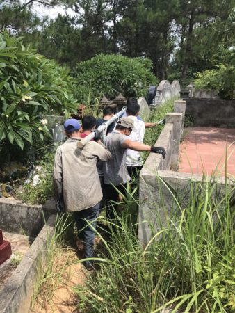 Vận chuyển lăng thờ đá cuốn thư đá ở Gia Lai