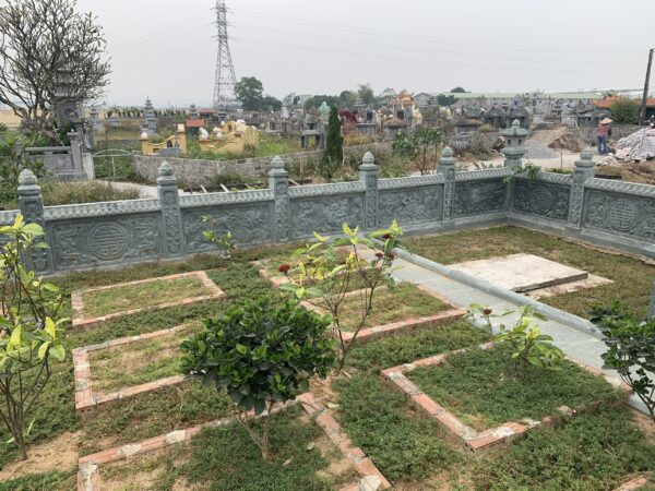 Xây mộ chờ tại khu lăng mộ dòng họ